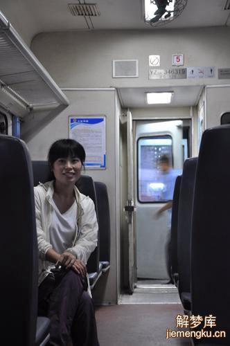 梦到和同学没考试坐火车回家