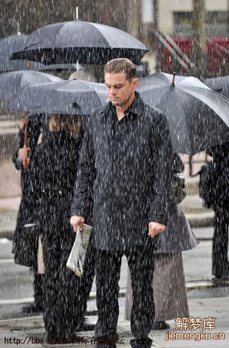 梦见别人被雨淋