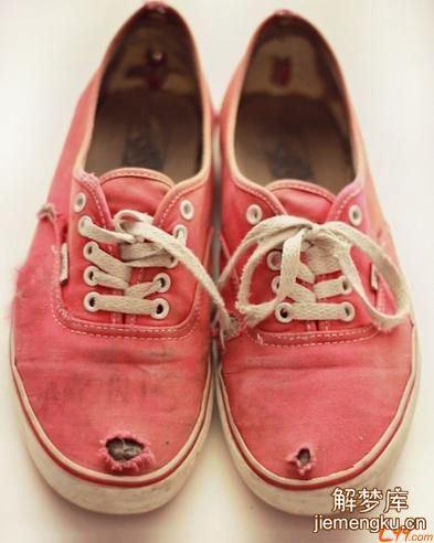 梦见鞋子破了一口子