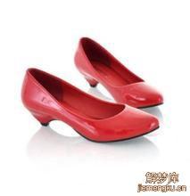 梦见别人穿新鞋